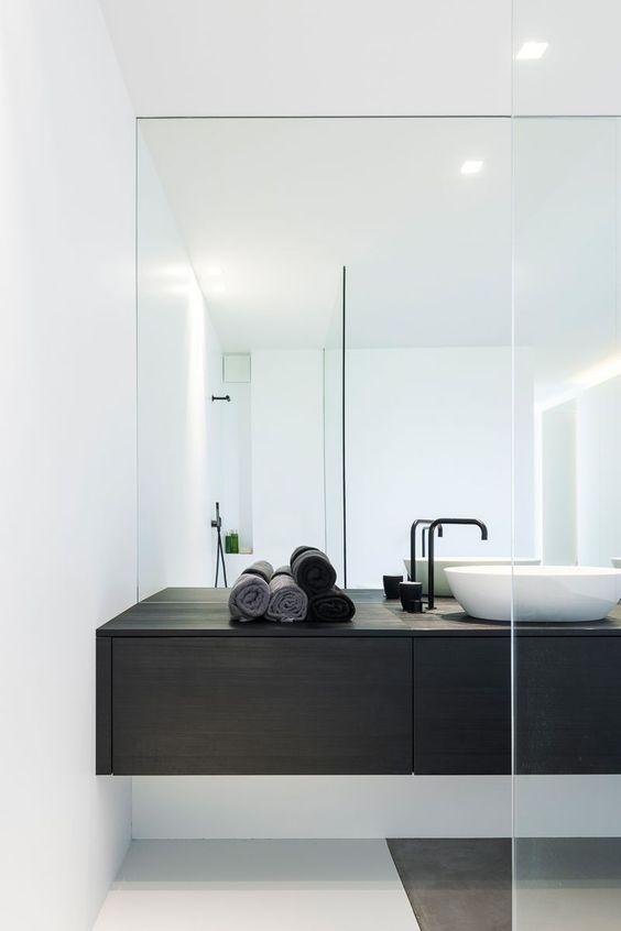 https://add-home.be/wp-content/uploads/2021/04/grote-spiegelwand-in-de-badkamer.jpeg